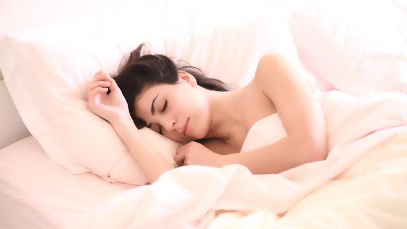 Pozitiven učinek na spanec imajo CBD kapljice